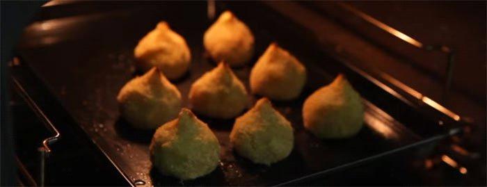 Coxinha de frango com massa de batata doce